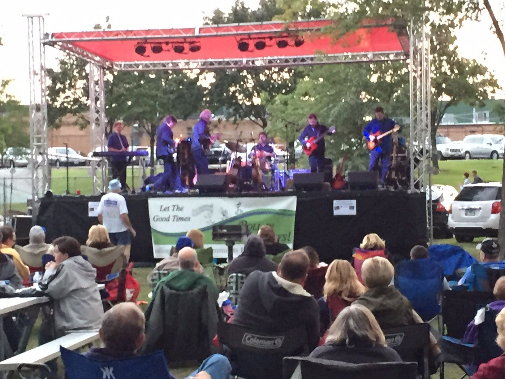 2017 FRIDAYS ROCK! SEPT - Band and Crowd